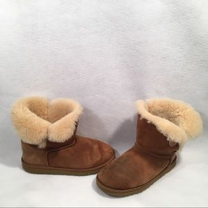 UGGS tan button boots Sz 6